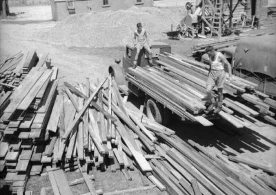 Timber at McKays Crossing for US Camp - Alexander Turnbull Library