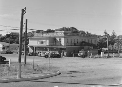 Paekakariki Hotel 1957 - Alexander Turnbull Library