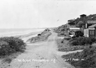 Road alongside the Paekakariki beach, 1914 - Alexander Turnbull Library