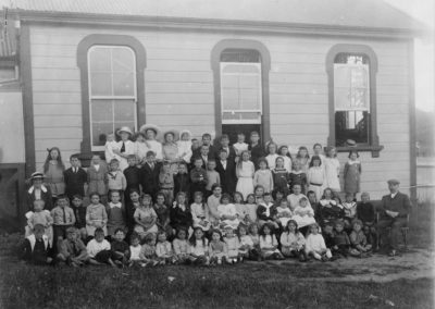 Paekakariki School pupils and staff, 1914 Headmaster Mr Henry T Cooper - Alexander Turnbull Library