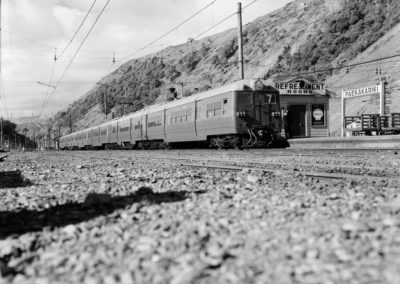 Multiple Units @ Paekakariki c1960s - Alexander Turnbull Library